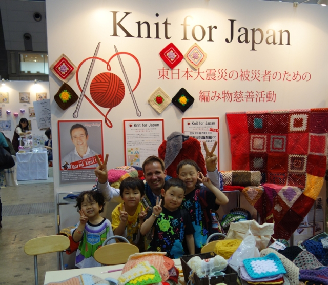 Tohoku aid charity Knit For Japan attempts world record blanket