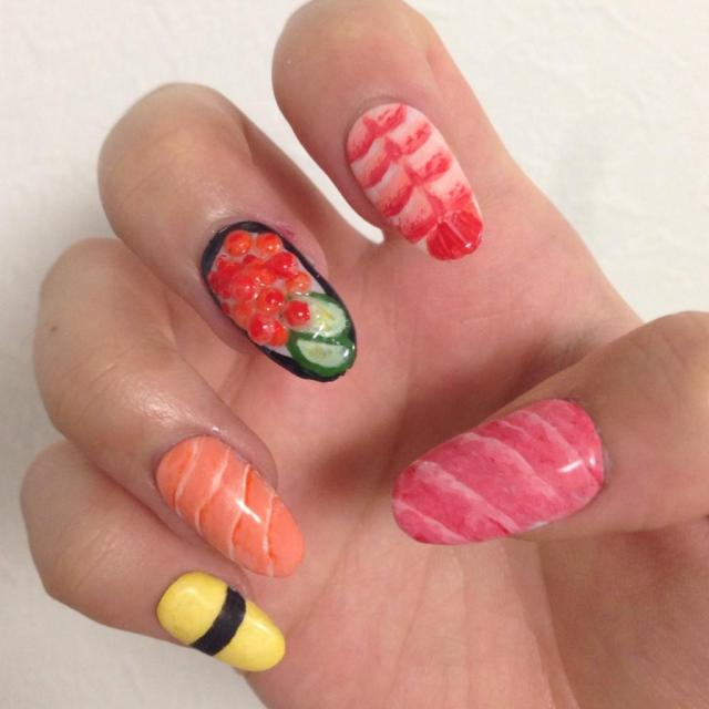 Try not to eat your fingers while wearing these realistic sushi nails