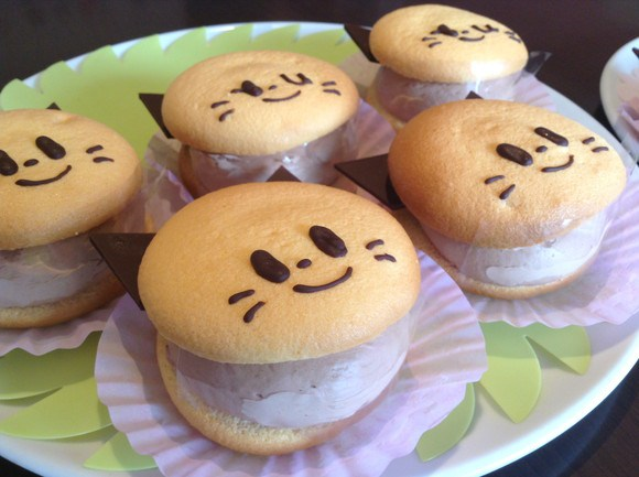 Cute cat cakes captivate our culinary cravings
