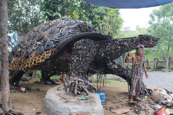 Badass art: Ono Gaf and his giant metal turtle