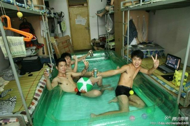 Genius Chinese college students use indoor inflatable pools to beat summer heat