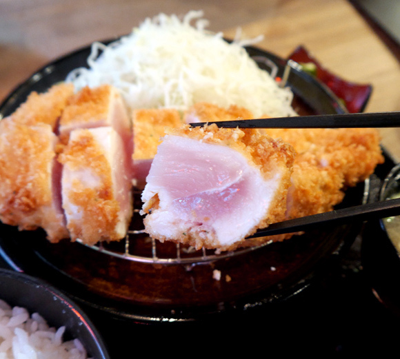 """We try a """"half-raw chicken cutlet"""" at Suda Shoten, it's even rawer than advertised!"""
