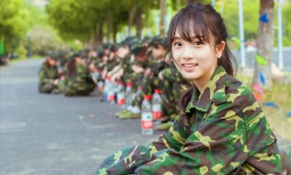 Chinese cadet is beautiful enough to make you want to join the army