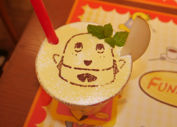 We chow down on the un-pearably cute food at the brand-new Funasshi café!