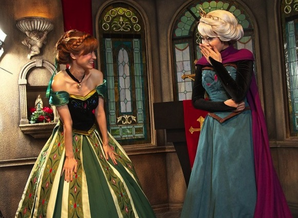 Anna and Elsa come to life: The best Halloween costumes of the year?【Photos】