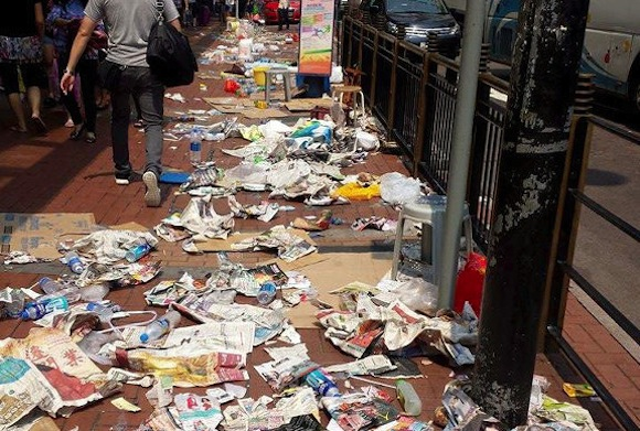The morning after: The trash-ridden aftermath of the iPhone 6 release in Hong Kong