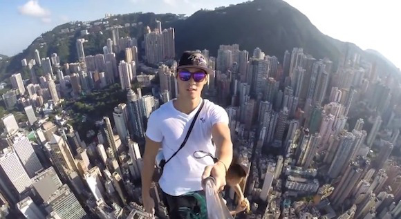 Insane selfies taken from the top (the very top) of a Hong Kong skyscraper 【Video】