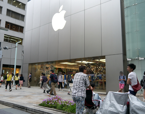 Apple fans so eager for an iPhone 6 they're lining up before it's even announced
