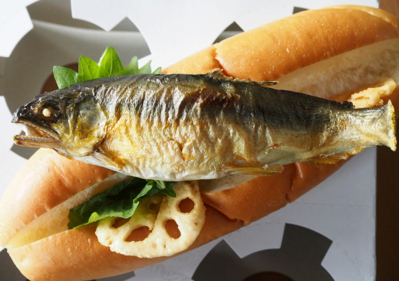 """""""You will need courage!"""": We try a sweetfish hot dog"""