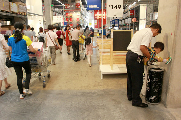 Ikea in China becomes field test site for all life functions, including peeing 【Photos】