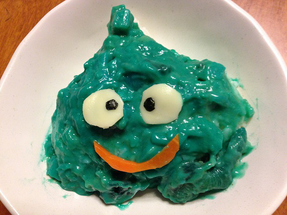 We try bright blue Dragon Quest slime curry, live to tell the tale