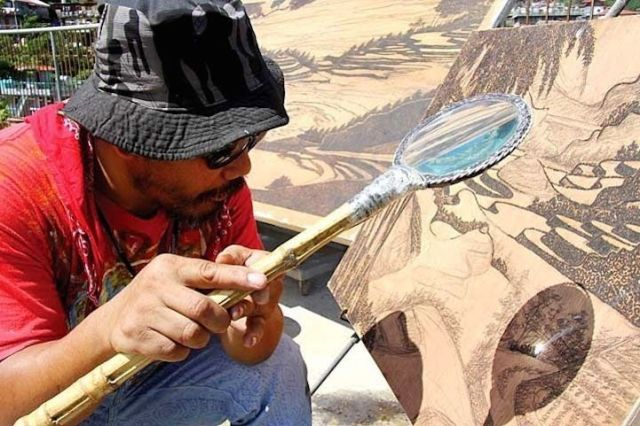 """Sun + Magnifying glass = Art? One man's unique """"painting"""" style will blow your mind"""