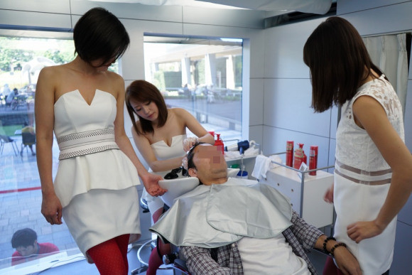 Live your billionaire dreams with a shampoo from a team of beautiful models at this Tokyo event