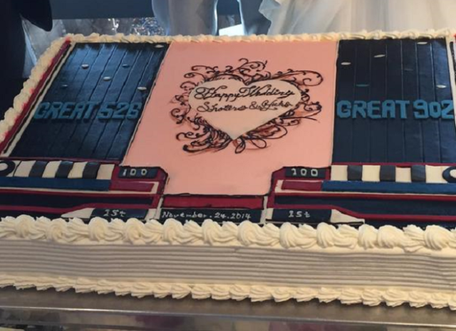 Newlywed couple's hearts beat to Beatmania with music game-themed wedding cake