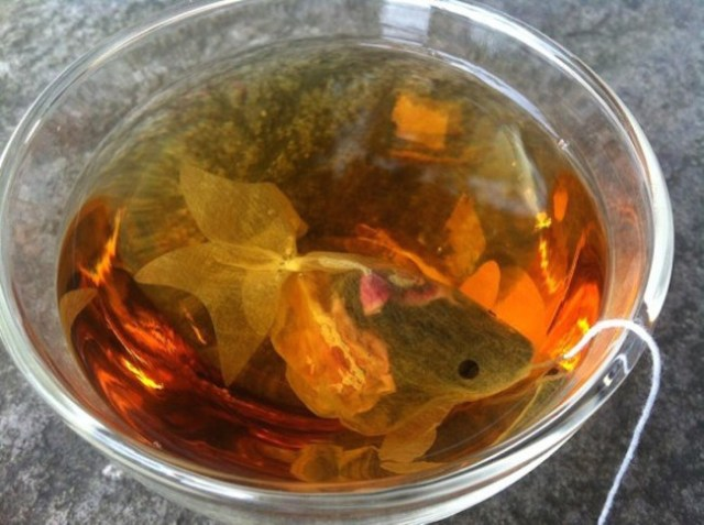 Enjoy a relaxing bowl of tea with these beautiful goldfish-shaped teabags from Taiwan