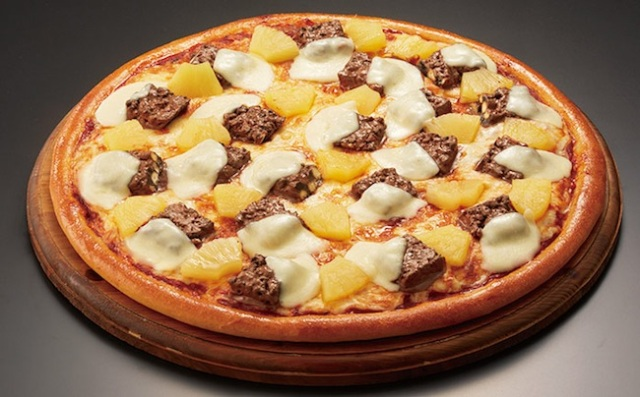 Japan serves up yet another weird pizza, this time topped with cookie-filled chocolate bars!