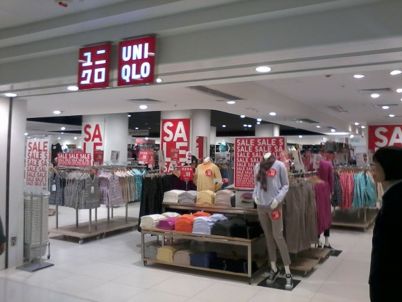 "Would you date a girl dressed head to toe in Uniqlo? 76% of men say ""of course!"""