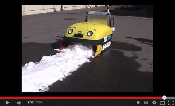 Adorable Japanese robot gobbles snow, poops ice blocks to keep streets clear【Video】