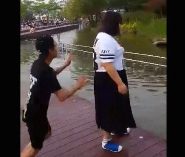 Skinny dude tries to prank chubby girl, gets owned instead 【Video】