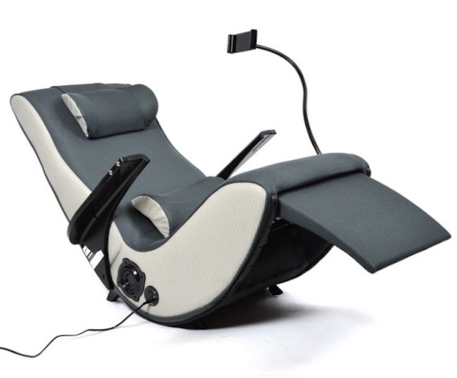 Thanko's Zero Gravity Armchair takes us to space in the comfort of our homes