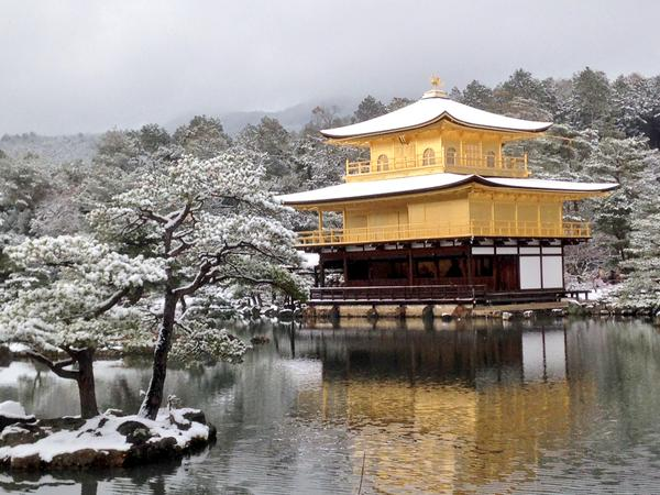 Beautiful Kinkakuji temple even cooler under blanket of snow