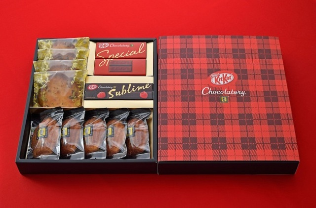 Celebrate Christmas with Kit Kat themed gift set and cake from the Kit Kat Chocolaterie!