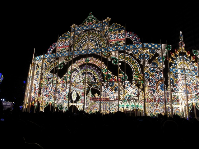 Kobe Luminarie illumination creators ditched LED for the warmer light of normal bulbs
