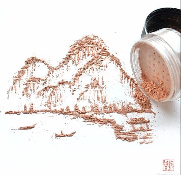 Artist creates stunning Chinese-style paintings using cosmetics