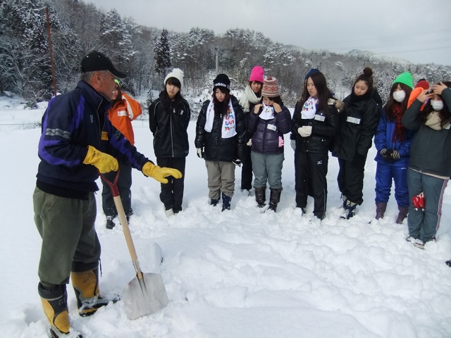 Town in Hiroshima now offering exciting… snow-shovelling tours?