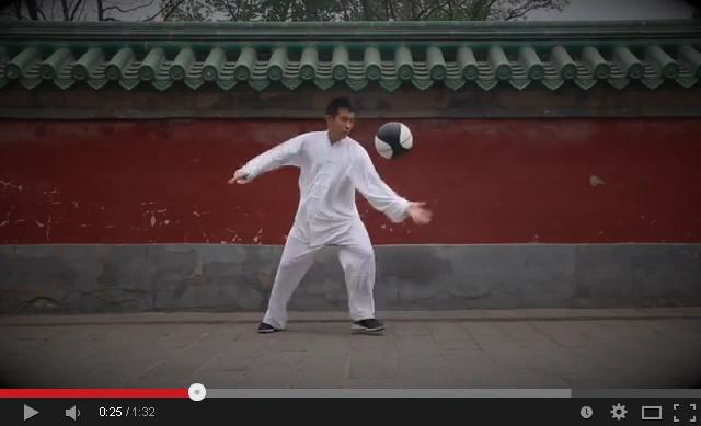 Giving basketball a bit of yin-yang: Chinese martial artist's amazing performance 【Video】