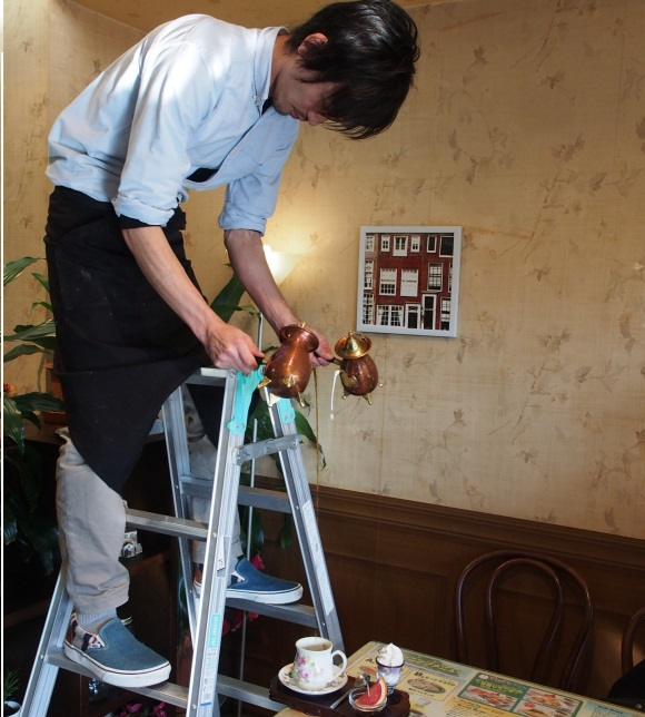 We head to Nagoya for a nice cup of joe served fresh from a stepladder to your table