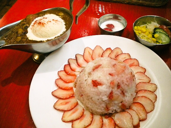 A little sweet with your spicy? Tokyo restaurant serves curry with strawberries and ice cream