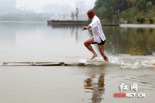"Shaolin monk ""walks on water,"" smashes world record"