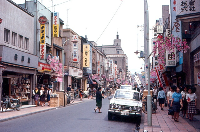 Stinky train tracks, expensive imports and no weekends: netizens remember Showa-era Japan
