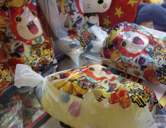 Facing obscurity, Pikachu smuggles himself in a Youkai Watch UFO catcher bag