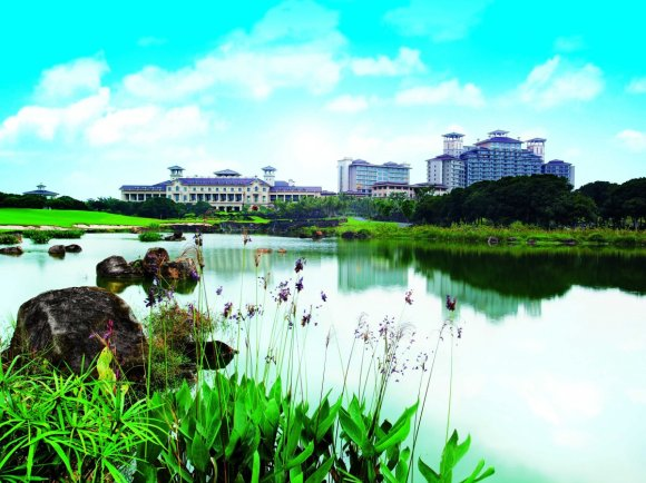 it-is-a-massive-golf-resort-with-10-golf-courses