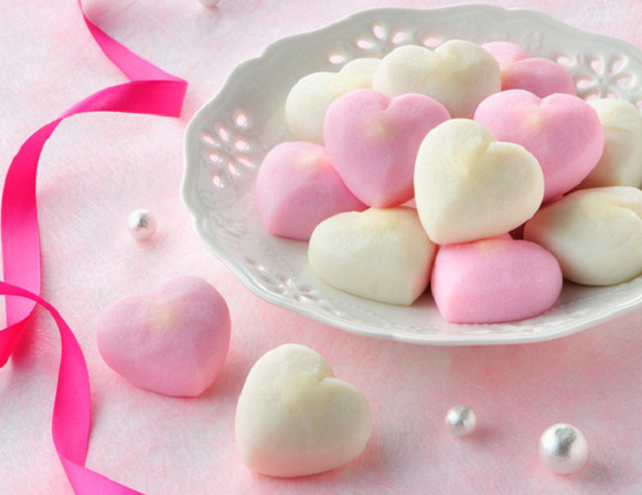 Sweetheart doesn't have a sweet tooth? Give heart-shaped Japanese fish cakes for Valentine's Day
