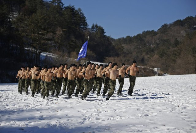 Intense photos of South Korean Special Forces training in the snow