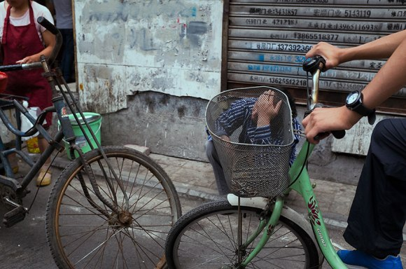 self-taught-perfectly-timed-street-photography-china-tao-liu-22