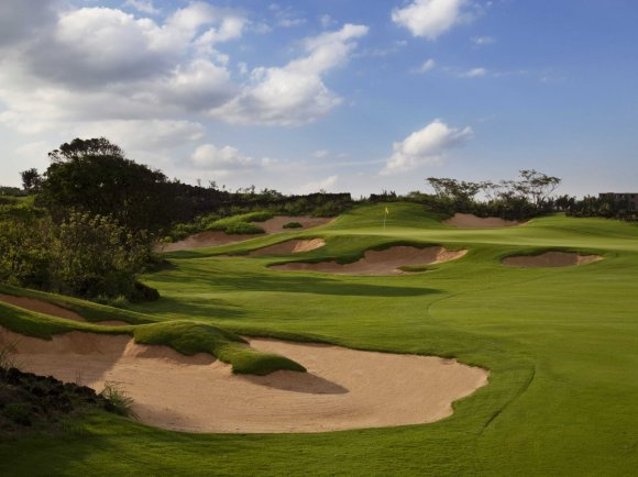 the-7400-yard-lava-field-course-has-lots-of-tough-turf-and-bunkers