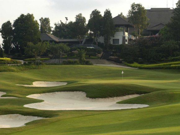 this-critically-acclaimed-course-was-named-in-honor-of-the-41st-world-cup-which-it-hosted-in-1995-players-can-expect-lots-of-flat-bottomed-bunkers-water-hazards-and-grass-mounds-for-spectators