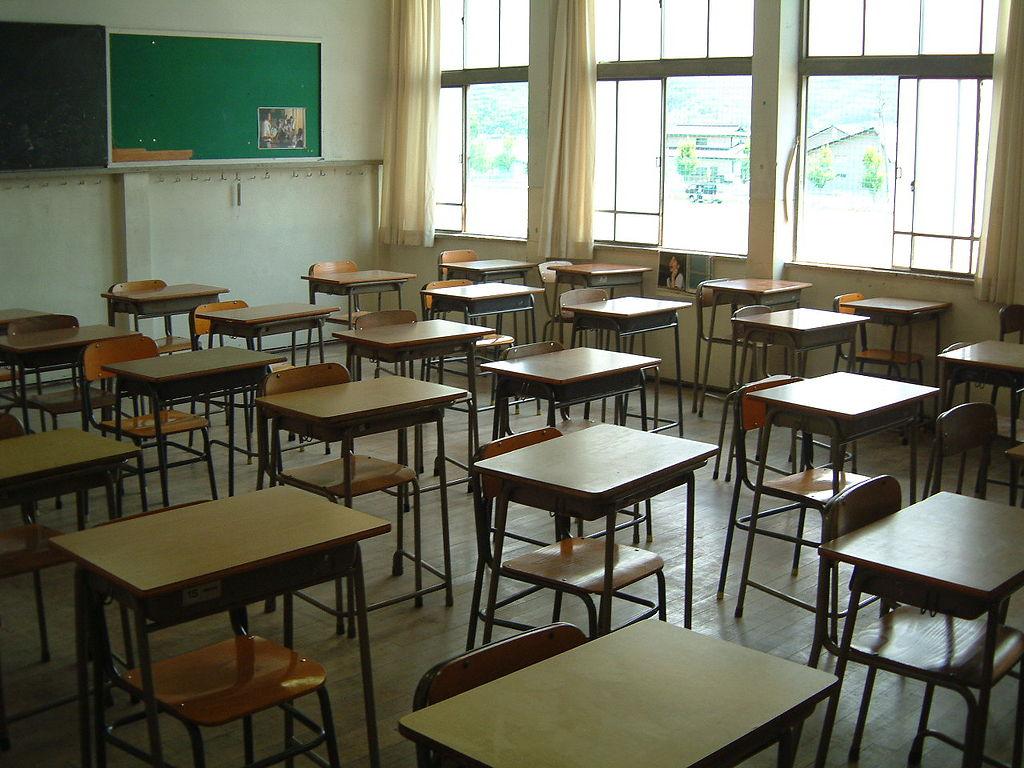 1024px-Japanese_high_school_classroom