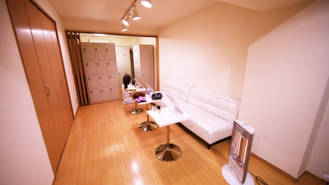 "New ""drag queens and cross-dressers"" locker room and changing facility opens in Shinjuku"