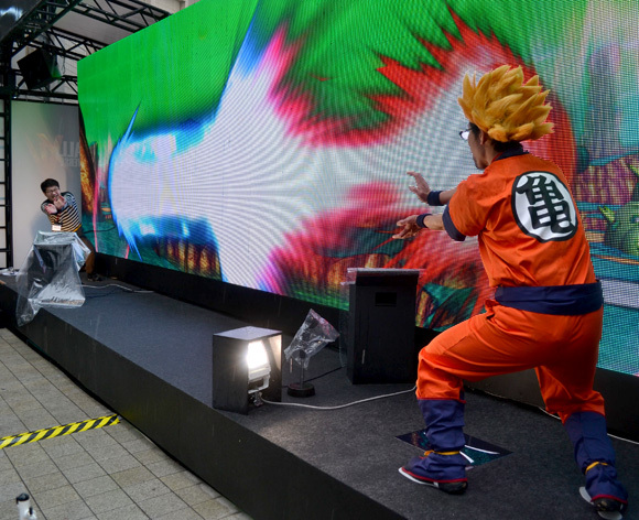 Our writers trade kamehamehas at Dragon Ball event in Tokyo, Sato goes Super Saiyan!