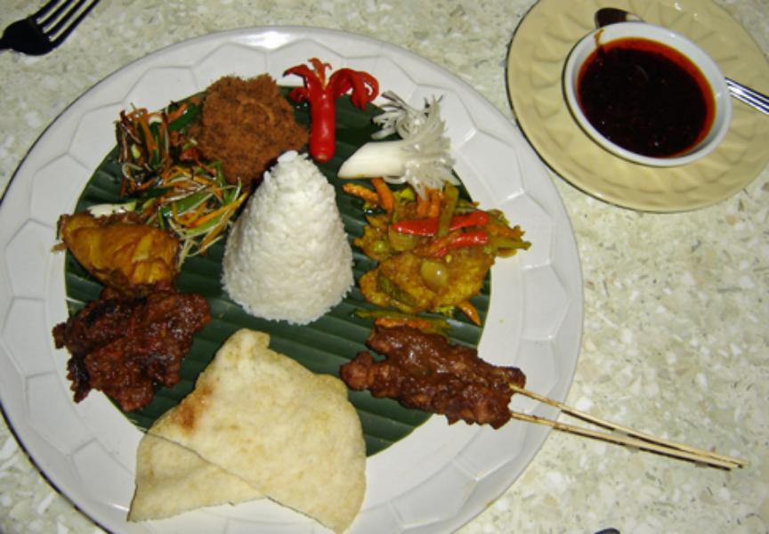 Plate_of_nasi_campur_(Mandarin_Oriental_Hotel_Mahapahit_Surabaya_Indonesia)