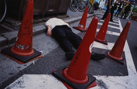 High art or crime scene? More photos of passed-out salarymen 【Pics】