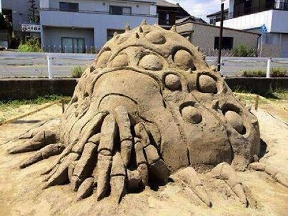 Unusual sandbox art will get the kids flocking–or running to Mom
