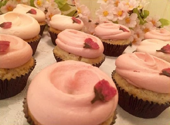 Food over Flowers! Magnolia Bakery's cherry blossom cupcakes have arrived in time for spring!
