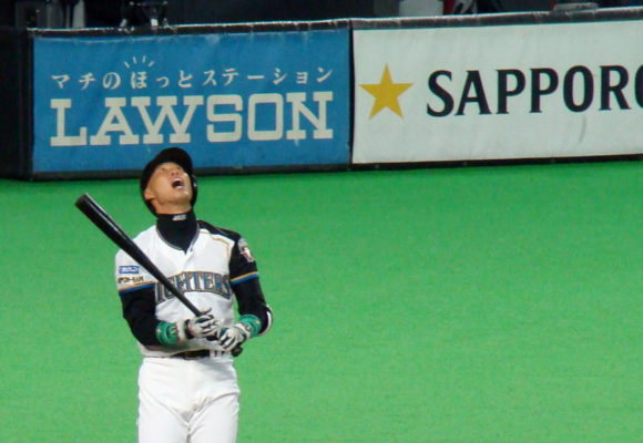 Woman loses an eye from foul ball at Sapporo Dome, sues team for millions of yen