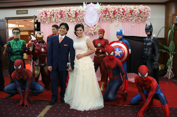 Superheroes invade Thai wedding, guests just smile for the camera 【Photos】